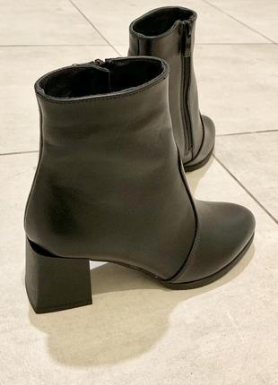 Зимние ботинки на скошеном каблуке