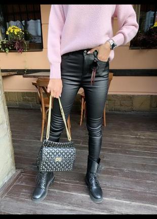 Чёрные кожаные штаны
