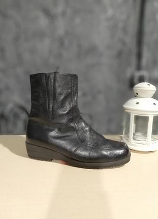 Натуральні чоботи на цегейці