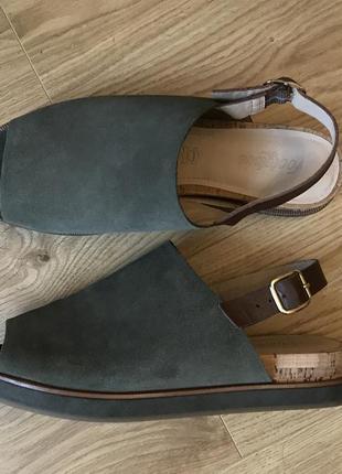 Модные босоножки от бренда marks & spencer, кожа