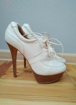 Кожаные ботильоны (ботинки/ туфли) молочного бежевого цвета 38 р