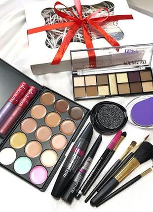 Набор декоративной косметики, в красивой подарочной упаковке к.10227
