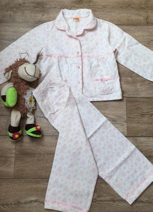 Очень красивая пижамка mini mode в цветочный принт,состояние новой! на 4-5 лет