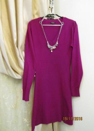 Очень красивое платье с фирменным украшением yuka 36-38 разм. б. у.
