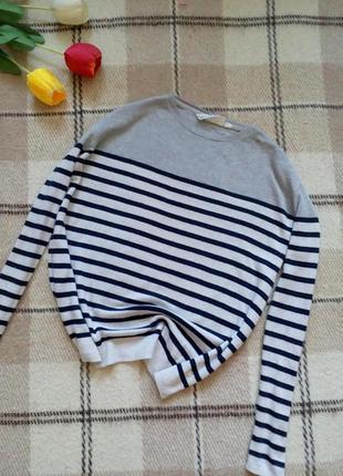 Cтильный шерстяной свитер в стиле casual