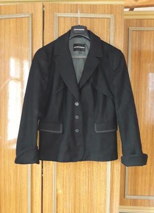 Із шерсті і кашеміру  дизайнерський піджак