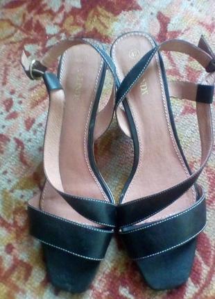 Celinda итальянские кожаные босоножки рр.42(27,2 см).