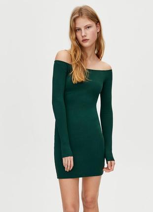 Платье в рубчик с опущенной линией плеча pull&bear