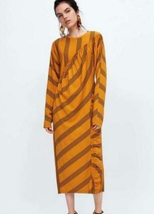 Очень стильное трикотажное  горчичное платье геометрия
