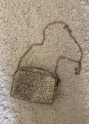 Золотистая сумка клатч на цепочке