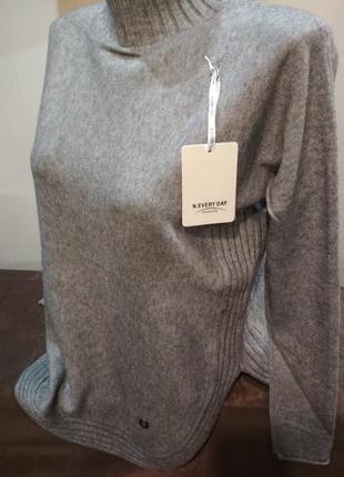 Красивый ,теплый свитер. италия. размер l/xl