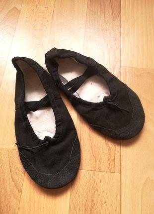Черные чешки балетки
