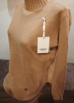 Красивый ,теплый свитер. италия. размер s/m