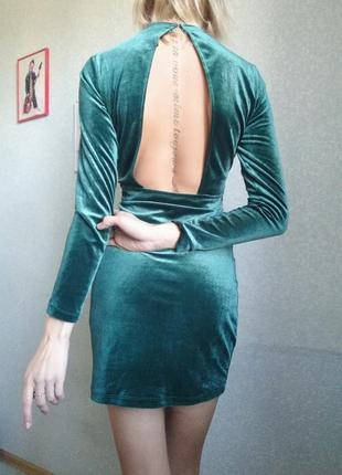 Шикарное платье / демисезон / бархат / вырез на спине / изумруд