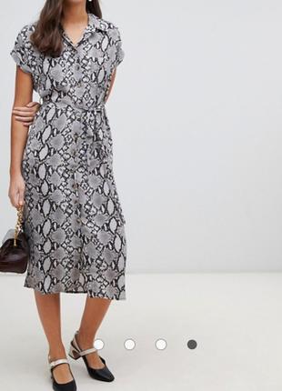 Стильное платье рубашка миди с змеиным принтом