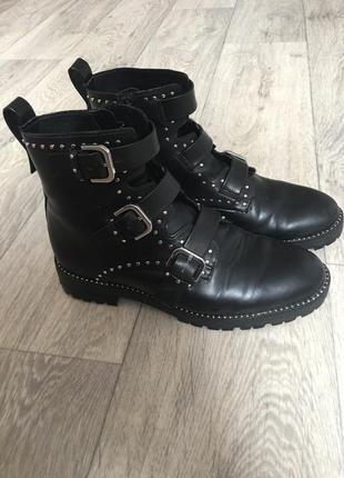 Стильные черные ботинки pull&bear
