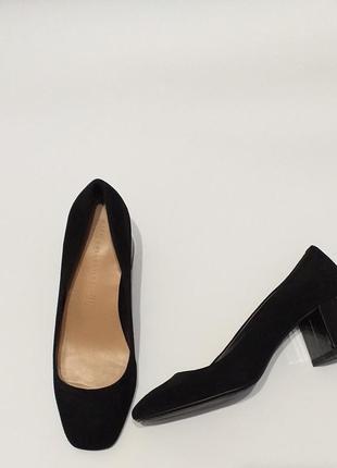 Стильные замшевые туфли на широком каблуке m&s р 40