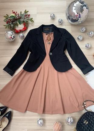 Комплект платье миди розовый нюд с брошью и жакет италия р м,с-м