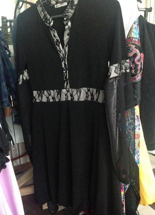 Женское платье с ажурными вставками