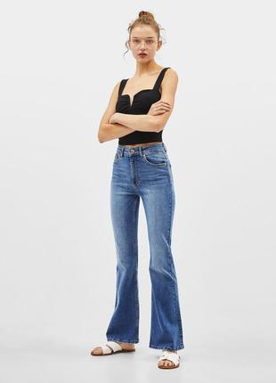 Классические женские джинсы клеш