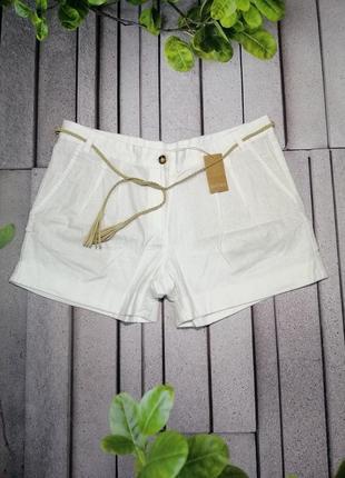 Короткие льняные шорты свободного кроя