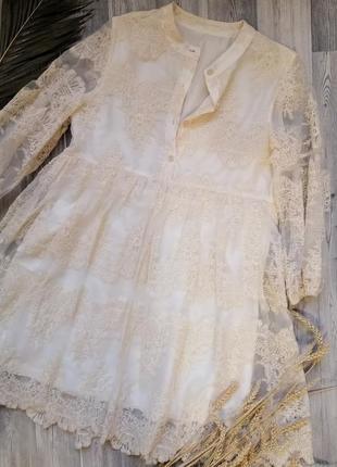 Оригинальное кружевное платье