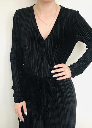 Стильный велюровый чёрный комбинезон с широкими штанами