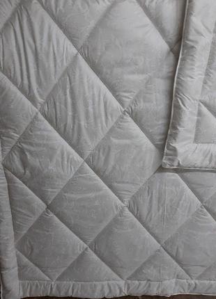Качественные тёплые одеяла плотность 300! - евро, 2х и полуторные!разные расцветки!5 фото