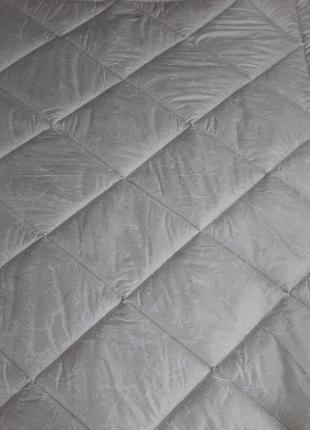 Качественные тёплые одеяла плотность 300! - евро, 2х и полуторные!разные расцветки!6 фото