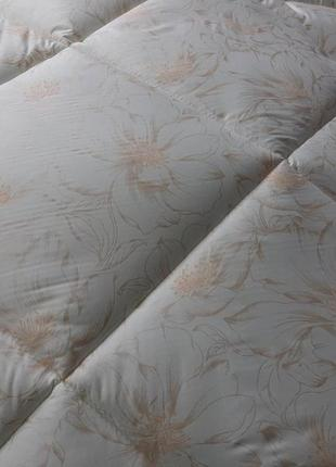 Качественные тёплые одеяла плотность 300! - евро, 2х и полуторные!разные расцветки!3 фото