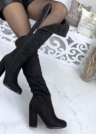 Женские зимние чёрные сапоги ботфорты сзади на молнии на устойчивом каблуке