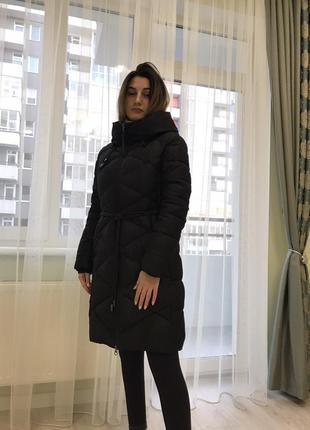 Зимнее пальто на холлофайбере в идеальном состоянии.
