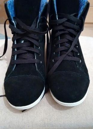 Очень крутые замшевые ботинки crocs оригинал