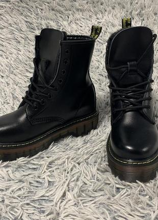 Ботинки сапоги зимние грубые в стиле dr. martens