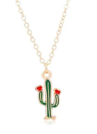 Стильная подвеска с кактусом с сердечками золотистая минимализм