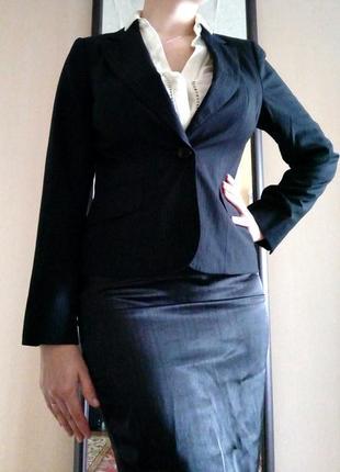 Строгий классический деловой пиджак в полоску-строчку