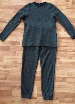 Prada,оригинал, трикотажный шерстяной костюм,брюки+свитер