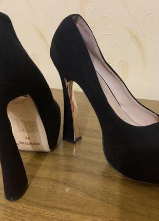 Туфли на высоком каблуке7 фото