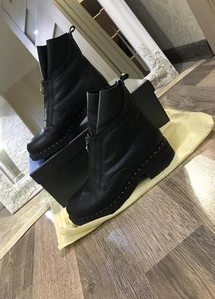 Зимние кожаные ботинки в идеальном состоянии