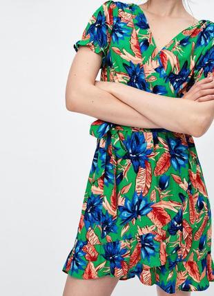 Красивейшее платье в тропичный принт на запах