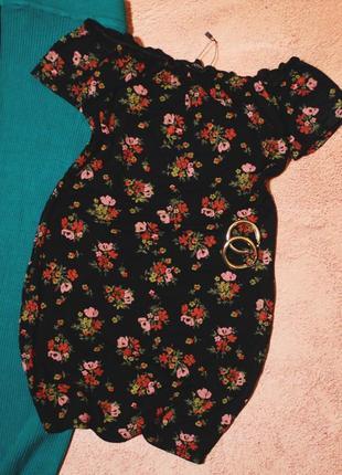 Платье в цветочный принт с открытыми плечиками