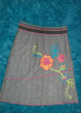 Продам новую твидовую юбку с вышивкой