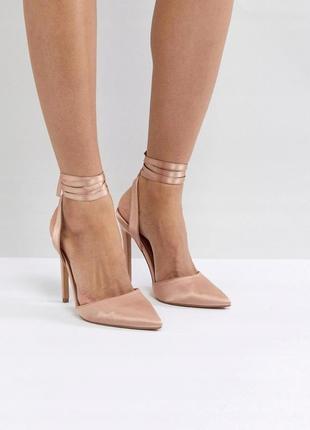 Босоножки на каблуке под сатин