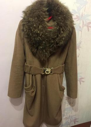 Бежевое зимнее пальто с поясом balizza camel с натуральным мехом