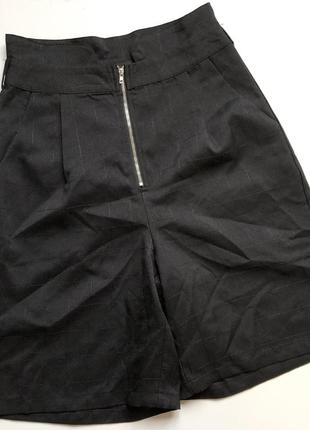 Стильные шорты с костюмной ткани, очень высокая талия