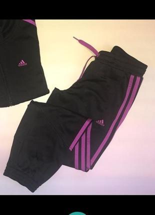 Фирменные спортивные брюки adidas с розовыми лампасами