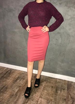 Базовая, стильная узкая юбка.