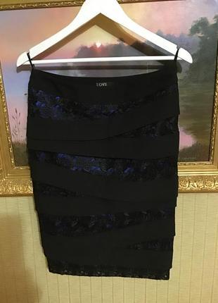 Нарядная фактурная юбка- карандаш