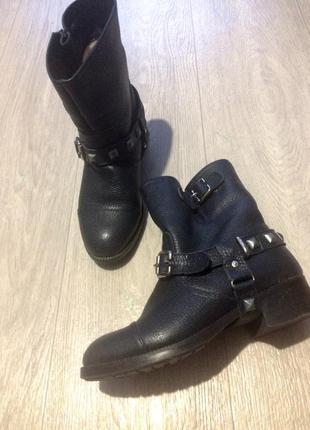 Крутые кожаные ботинки зима