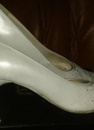 Туфлі йдуть бонусом класичні білі туфлі baden р40 шкіра